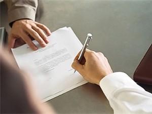 Юруслуги оказаны, акты подписаны, но деньги клиенту надо вернуть